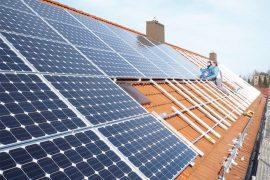 Installation von PV-Anlagen auf Dächern der Wohnungsbaugenossenschaft Reichenbach