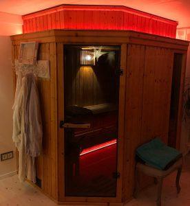 Loxone Sauna Beleuchtung rot