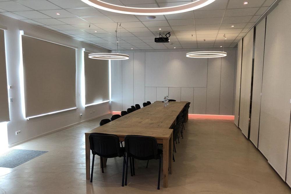 Konferenzraum mit Loxone Leuchtmitteln